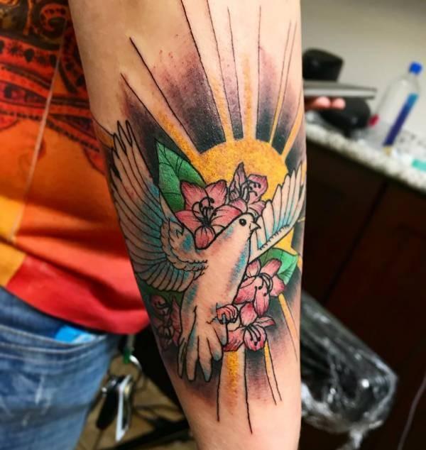 Duv-tatuering: Betydelse, design, historia och foton