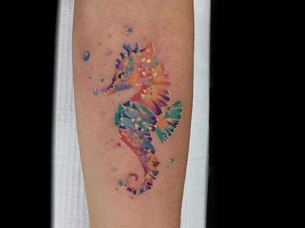 Sjöhäst-tatuering: Betydelse, design, historia och foton