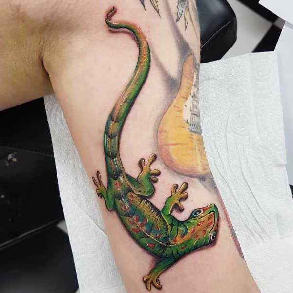 Ödla tatuering: Betydelse, design, historia och foton