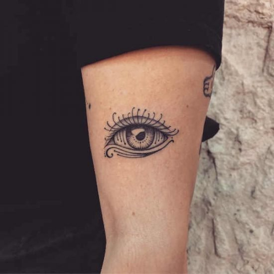 Öga tatuering: Betydelse, design, historia och foton