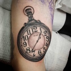 Uggla-tatuering: Betydelse, design, historia och foton