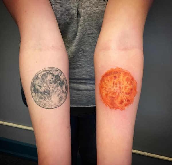 Mån tatuering: Betydelse, design, historia och foton Tatuering idéer och betydelser