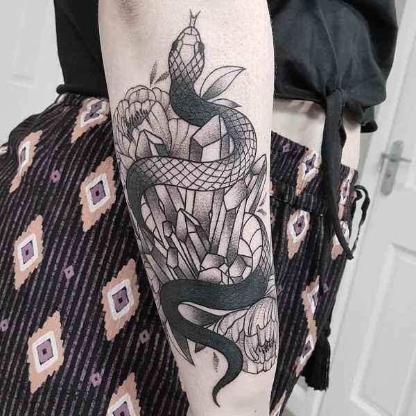 Orm tatuering: Betydelse, design, historia och foton Djur Tatuering idéer och betydelser