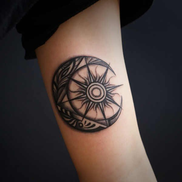 Sol tatuering: Betydelse, design, historia och foton Tatuering idéer och betydelser