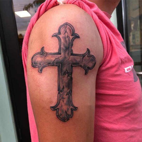 Kors tatuering: Betydelse, design, historia och foton