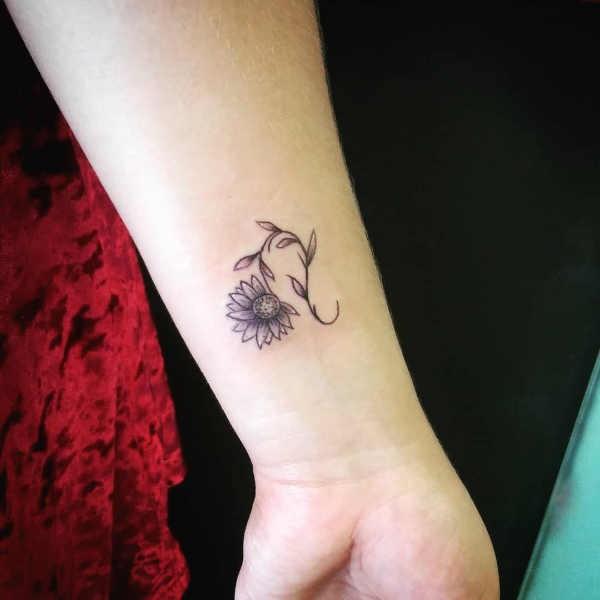 Lejon (stjärntecken) tatuering: Betydelse, design, historia och foton Stjärntecken Tatuering idéer och betydelser