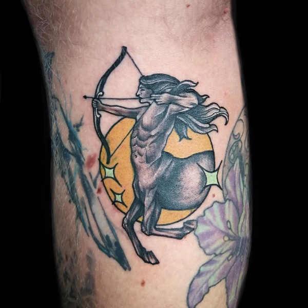 Skytten (stjärntecken) tatuering: Betydelse, design, historia och foton Stjärntecken Tatuering idéer och betydelser