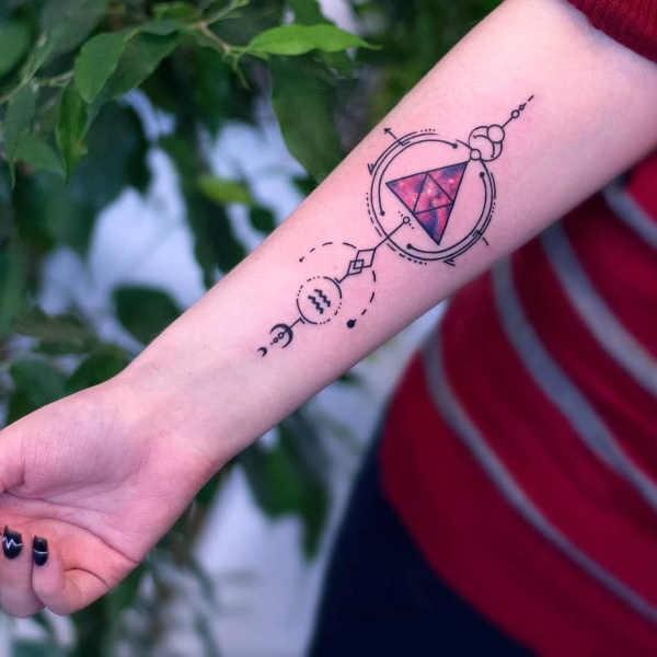 Vattumannen (stjärntecken) tatuering: Betydelse, design, historia och foton Stjärntecken Tatuering idéer och betydelser