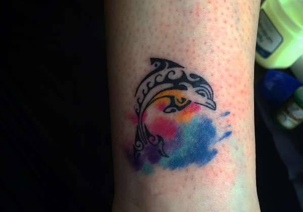 Delfin tatuering: Betydelse, design, historia och foton Djur Tatuering idéer och betydelser