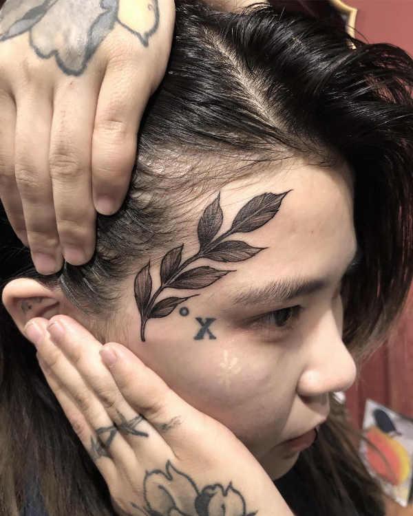 Löv tatuering: Betydelse, design, historia och foton Blomtatueringar Tatuering idéer och betydelser