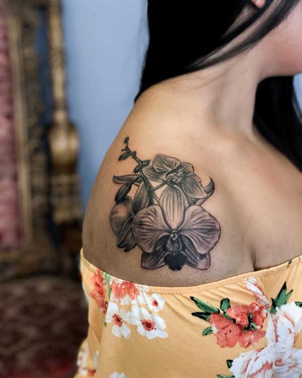 Orkidé tatuering: Betydelse, design, historia och foton Blomtatueringar Tatuering idéer och betydelser
