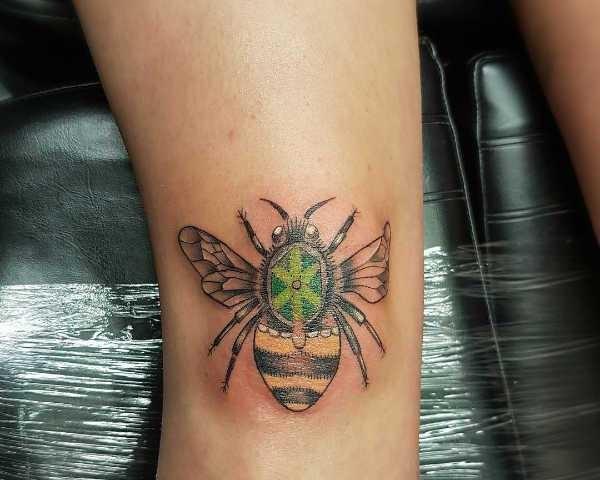 Tatueringar av bin: Betydelse, design, historia och foton Djur Tatuering idéer och betydelser