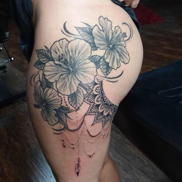 Tatueringar på låren: 160+ tatuerings-idéer Kroppsdelar Tatuering idéer och betydelser